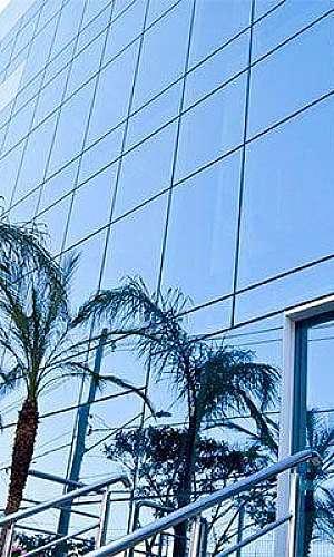 Vidro espelhado para fachada preço
