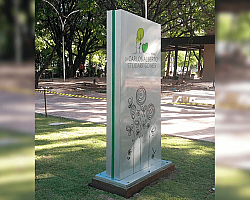 Totem acm luminoso