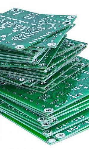 Fabricação de placas de circuito impresso